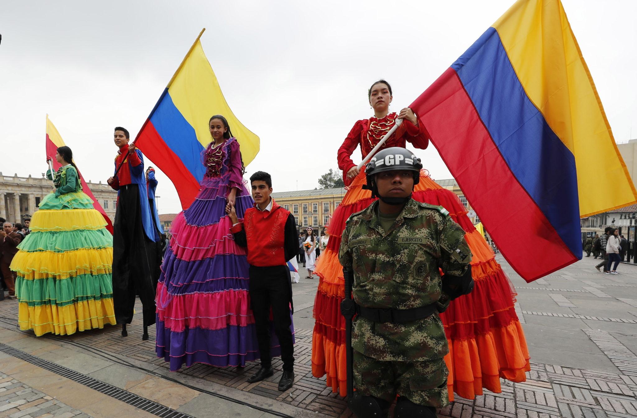 Kolumbia: mieszkańcy Bogoty świętują podczas Dnia Niepodległości. fot. EPA/Mauricio Duenas Castaneda