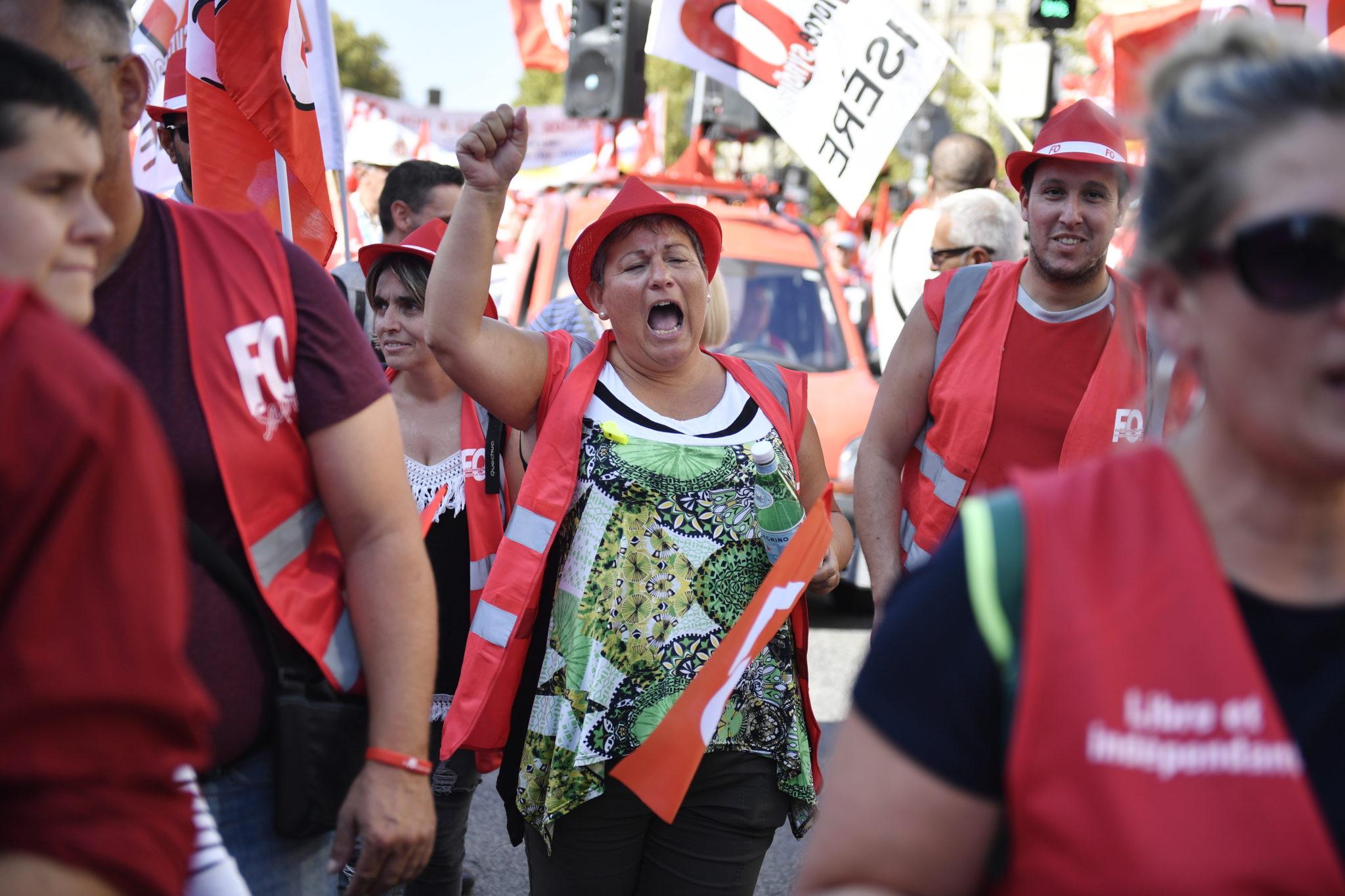 Paryż: protesty (głównie związkowców) przeciwko zmianom w systemie emerytalnym we Francji, fot. JULIEN DE ROSA , PAP/EPA