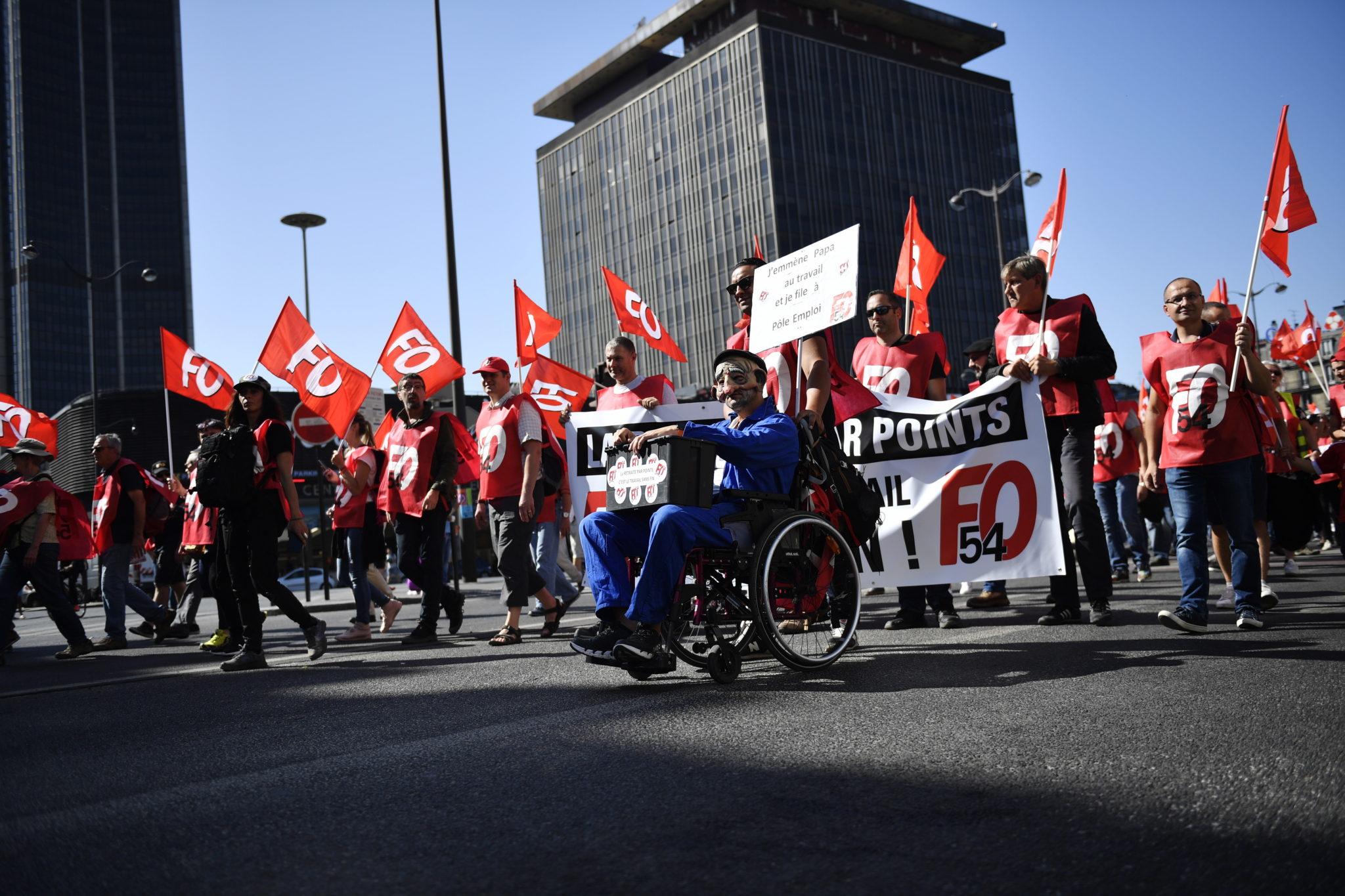 Paryż: protesty (głównie związkowców) przeciwko zmianom w systemie emerytalnym we Francji, fot. JULIEN DE ROSA, PAP/EPA