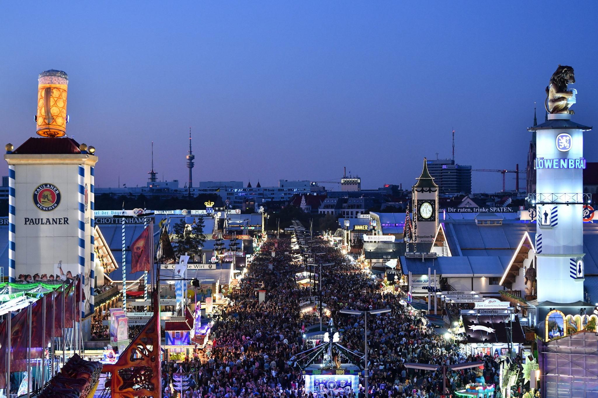 Niemcy, Monachium, trwaOktoberfest, fot. PHILIPP GUELLAND, PAP/EPA