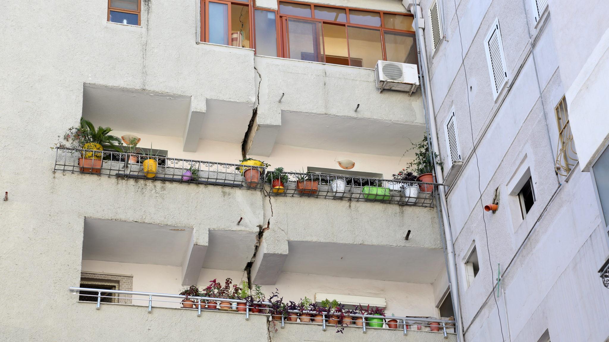 To największe trzęsienie ziemi w tym kraju od ponad 20 lat. Wielu ludzi zostało rannych, fot. Malton Dibra, PAP/EPA
