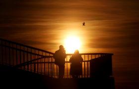 Zachód słońca na Łotwie fot. EPA/TOMS KALNINS