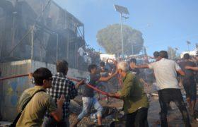Zamieszki w greckim obozie dla uchodźców fot. EPA/STRATIS BALASKAS