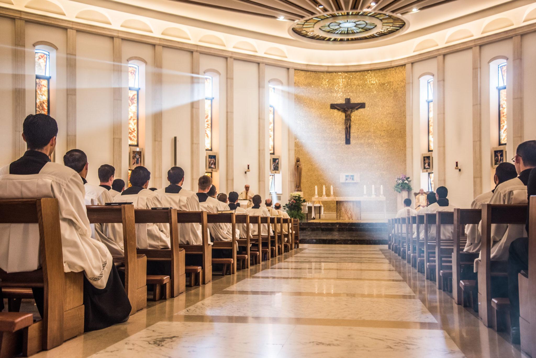 kaplica kleryk ksiądz