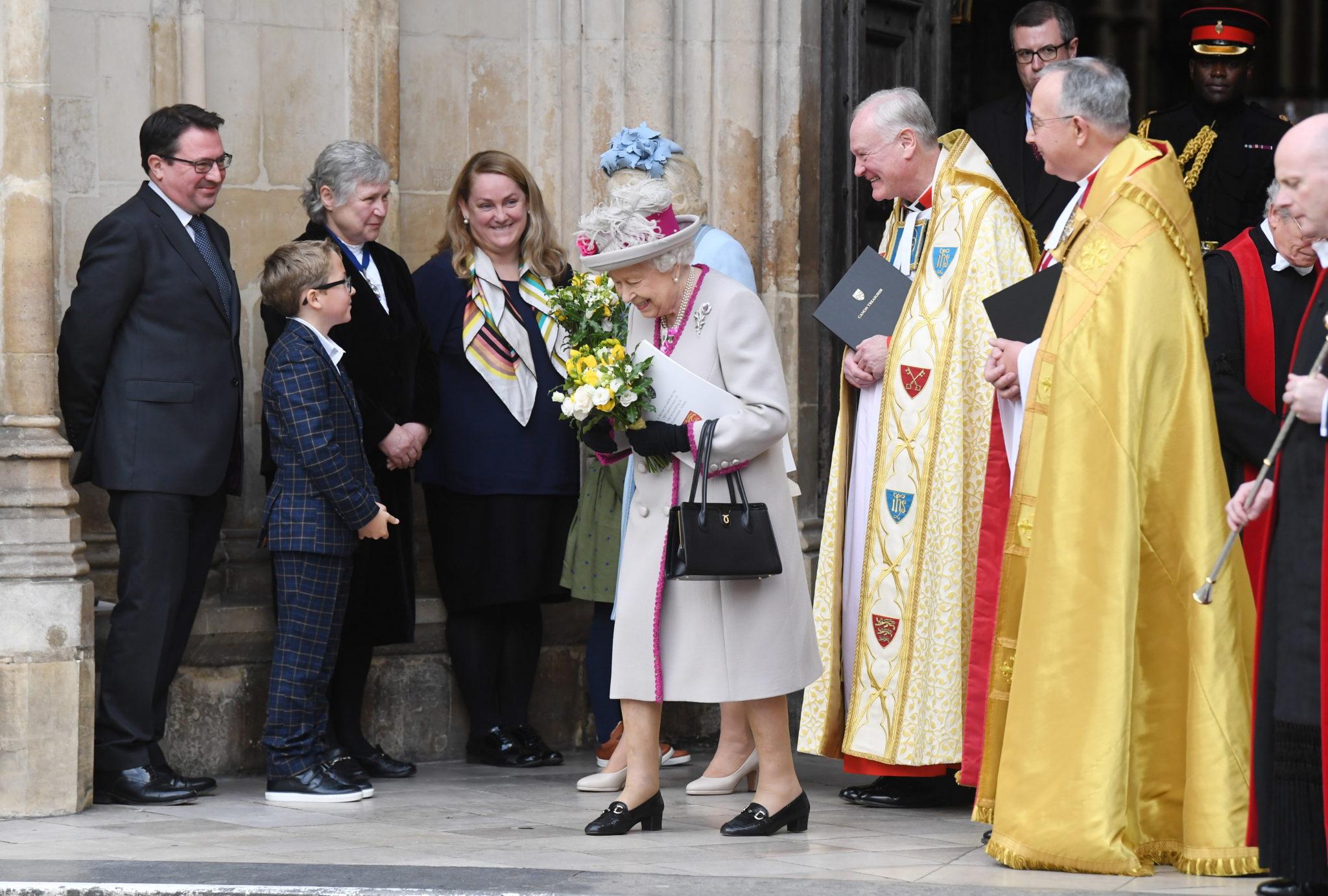 Londyn: Królowa Elżbieta II i księżna Kornwalii wyjeżdżają po nabożeństwie z okazji 750 lat, odkąd oryginalny kościół Edwarda Spowiednika został przebudowany za panowania króla Henryka III w opactwie Westminster, fot. FACUNDO ARRIZABALAGA, PAP/EPA
