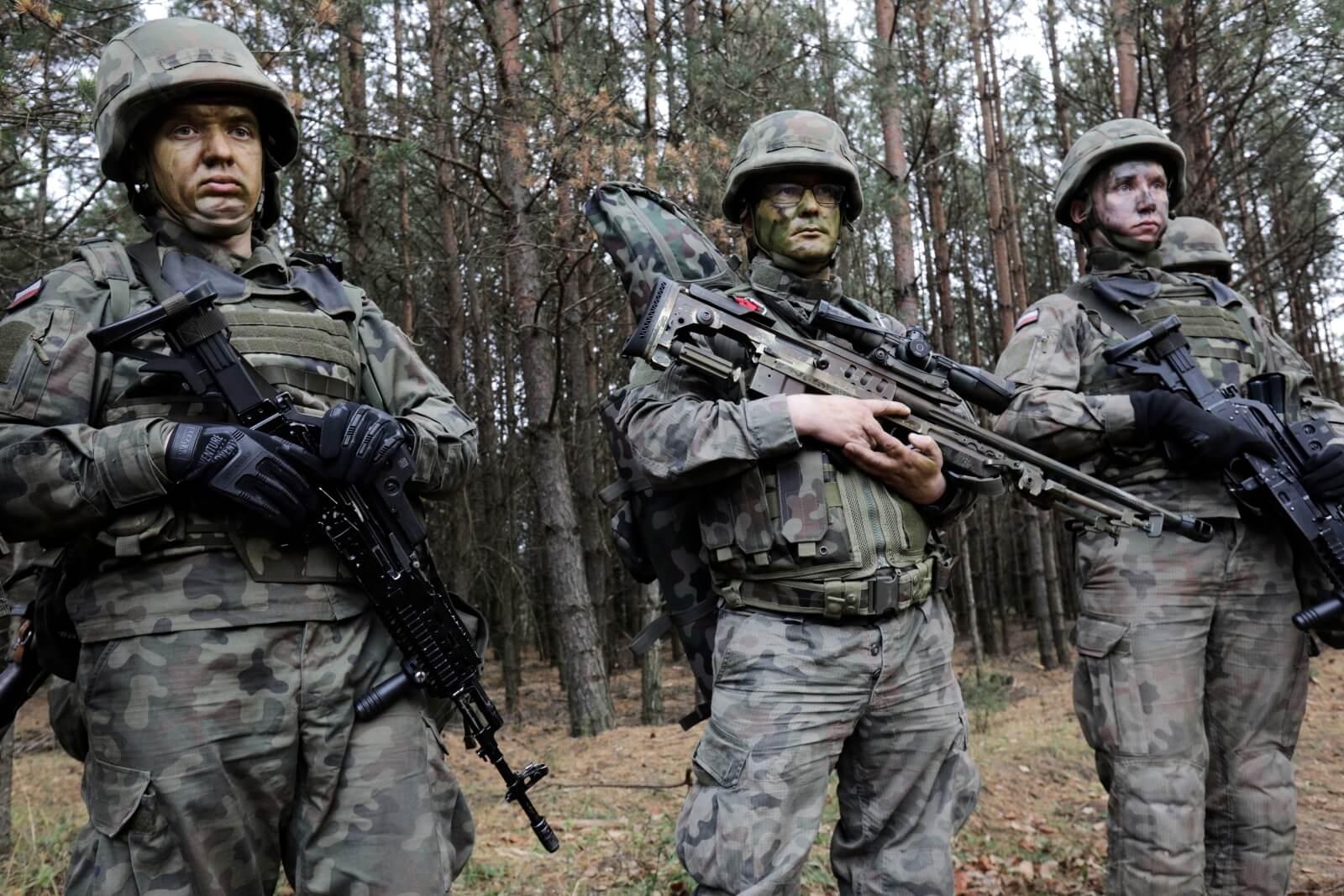Szkolenie żołnierzy WOT fot. PAP/Artur Reszko