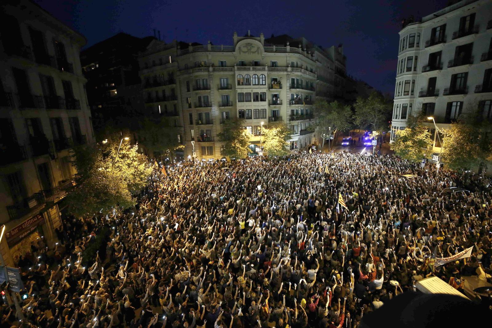 Protesty w Katalonii fot. EPA/ENRIC FONTCUBERTA