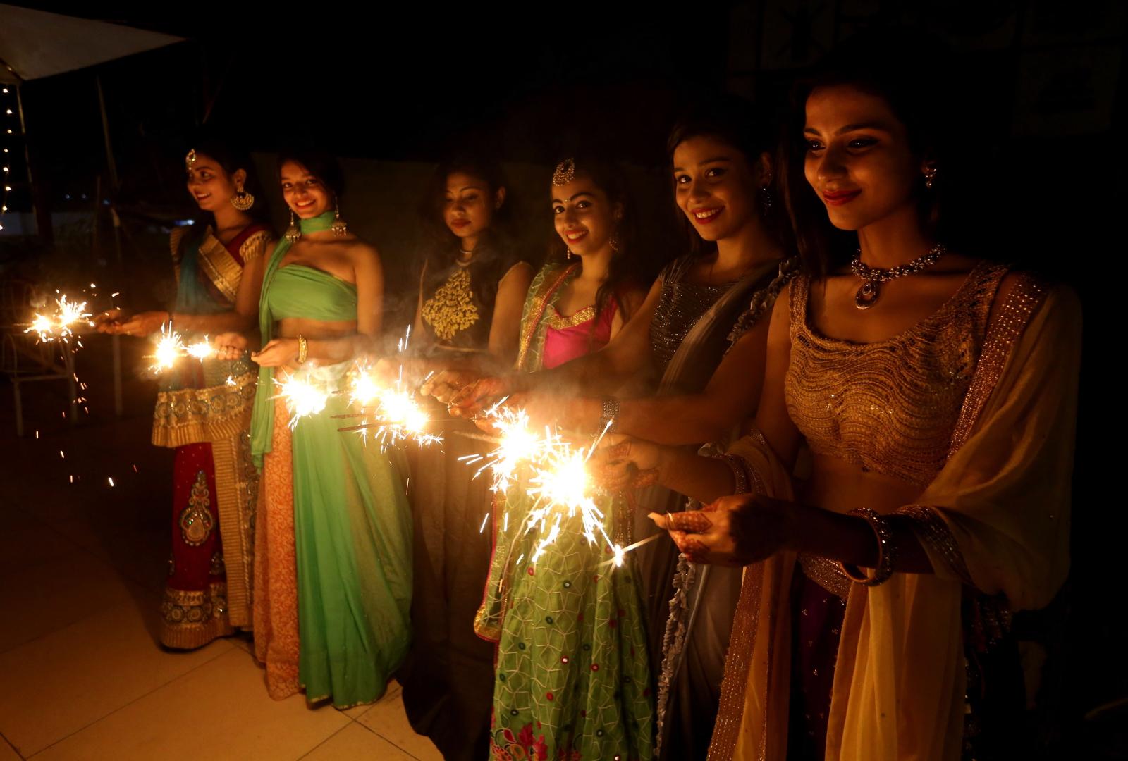 Festiwal Diwali w indyjskim Bhopal Fot. PAP/EPA/SANJEEV GUPTA
