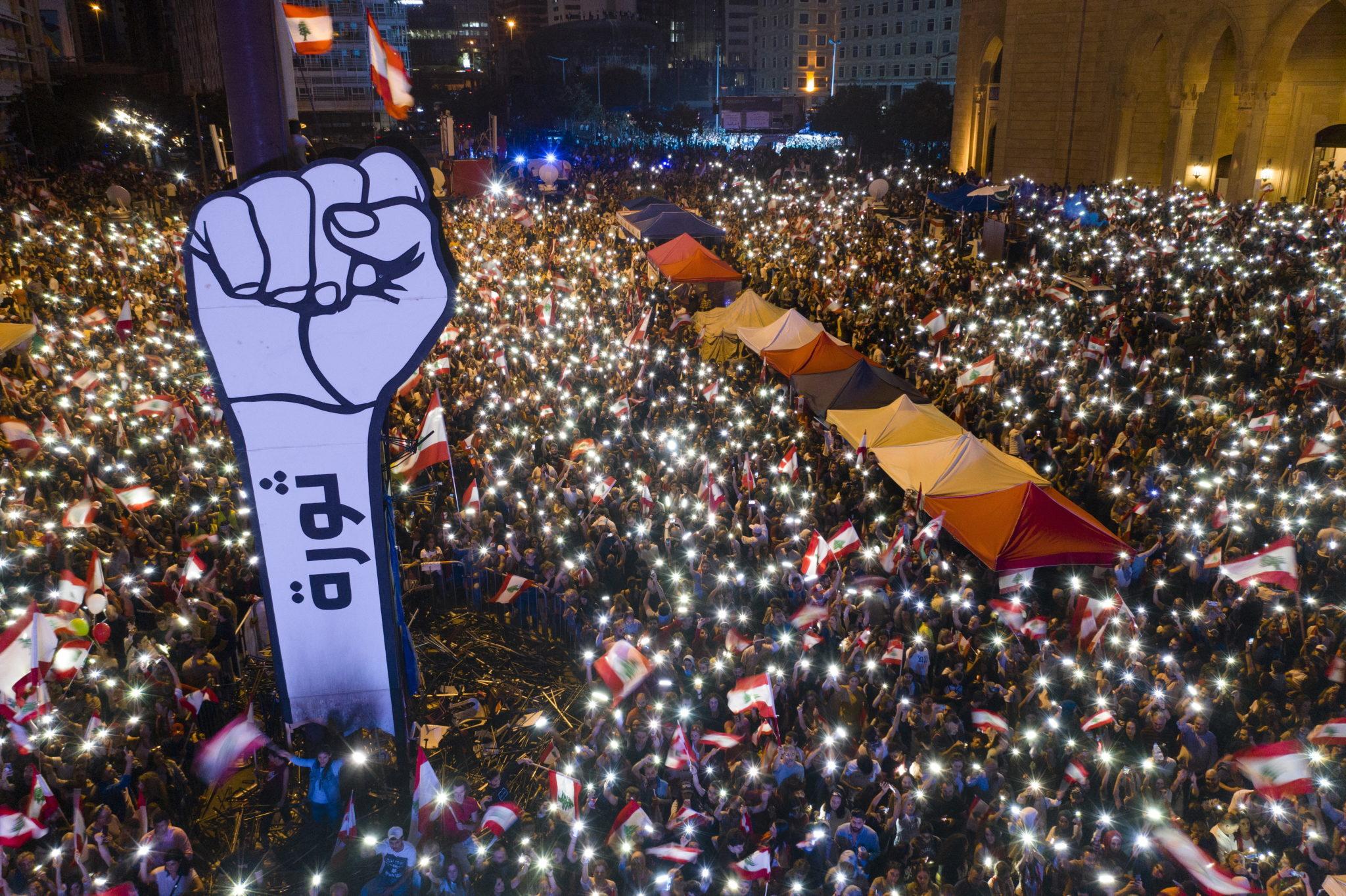 Bejrut, plac Męczenników: antyrządowe protesty w Libanie, fot. EPA/ WAEL HAMZEH