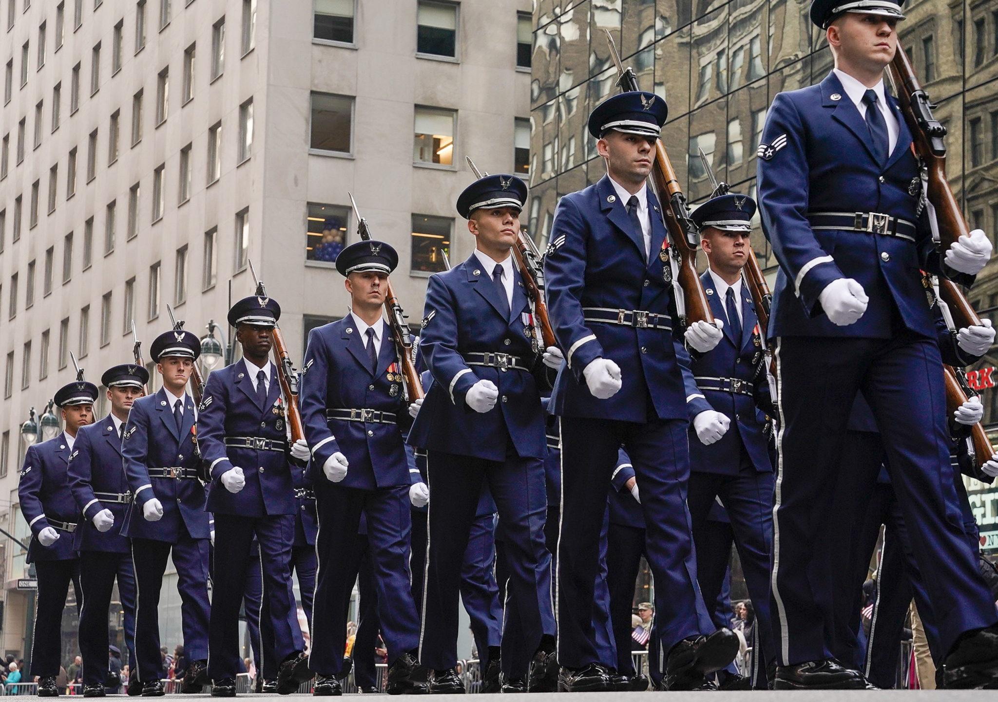 Nowy Jork: Marsz z okazji Dnia Weterana, Obchodzone jest 11 listopada, w rocznicę zawarcia rozejmu kończącego I wojnę światową, w ten sam dzień co Święto Niepodległości i Dzień Pamięci w innych krajach, fot. EPA/Porter Binks