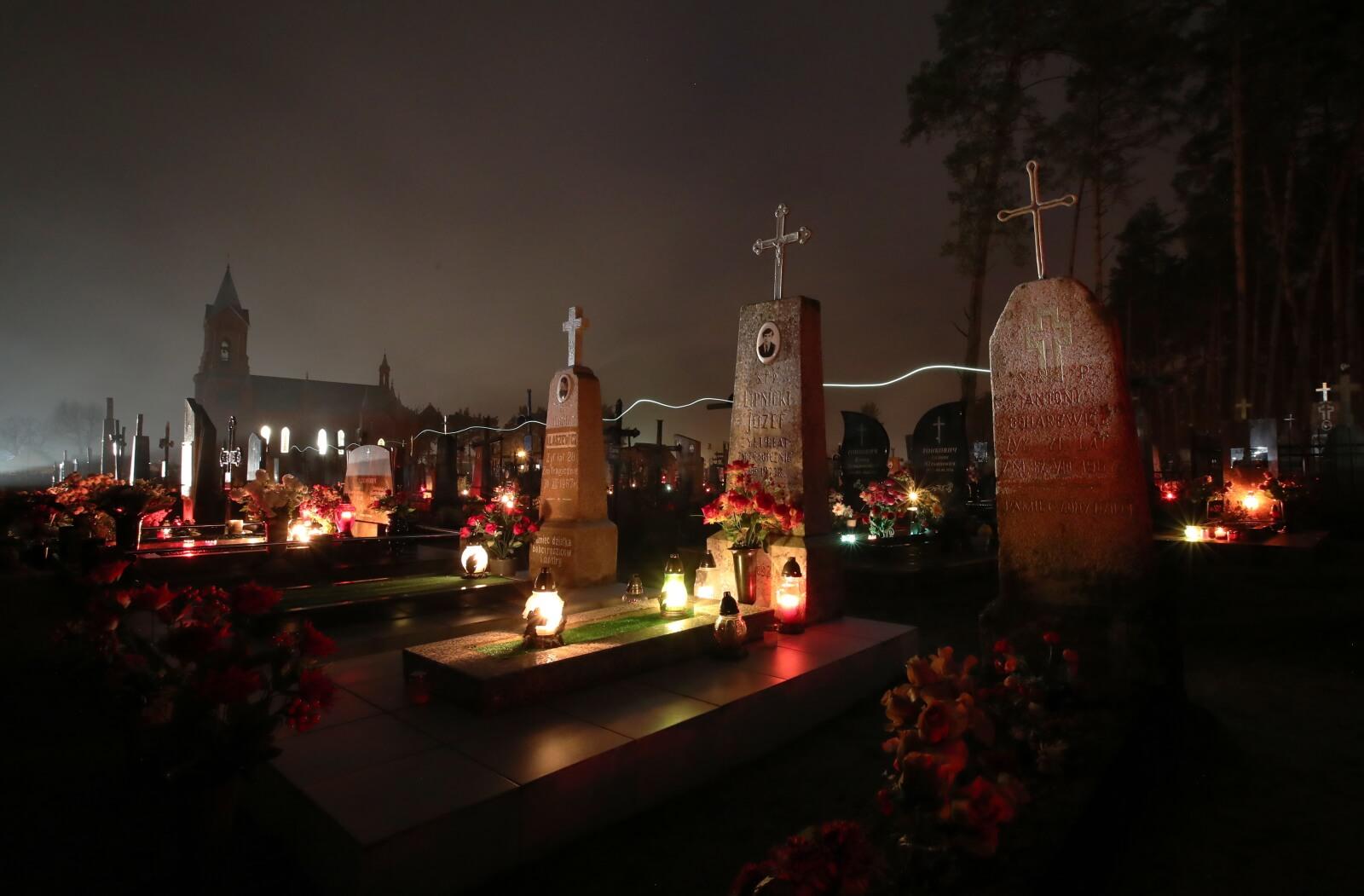 Wszystkich Świętych na Białorusi fot. EPA/TATYANA ZENKOVICH