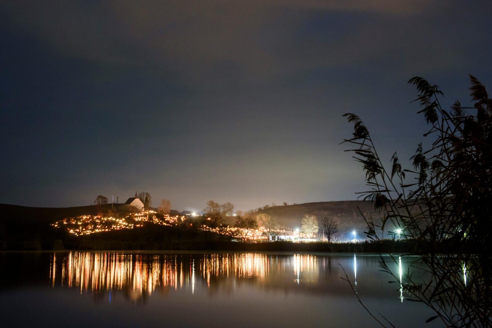 Wszystkich Świętych na Węgrzech fot. EPA/PETER KOMKA