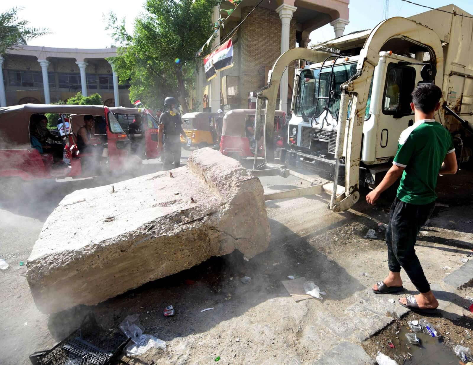 Anty-rządowy protest w Iraku fot. EPA/MURTAJA LATEEF