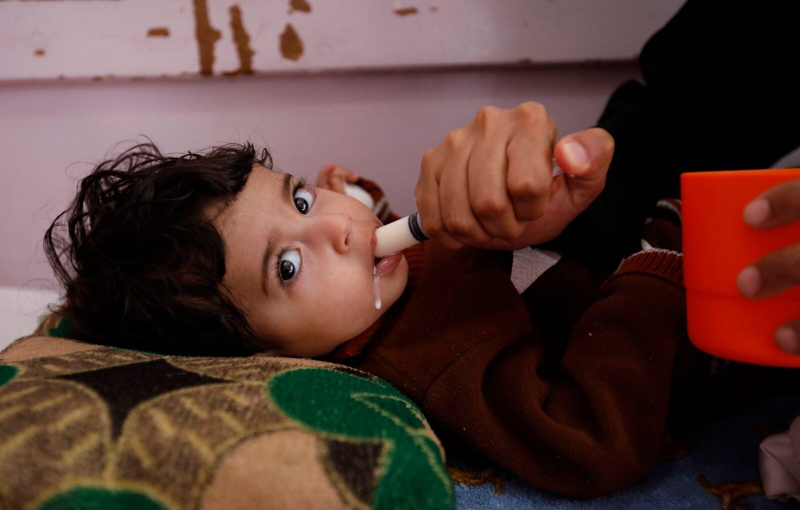 Trwający konflit w Jemenie dotyka dzieci fot. EPA/YAHYA ARHAB