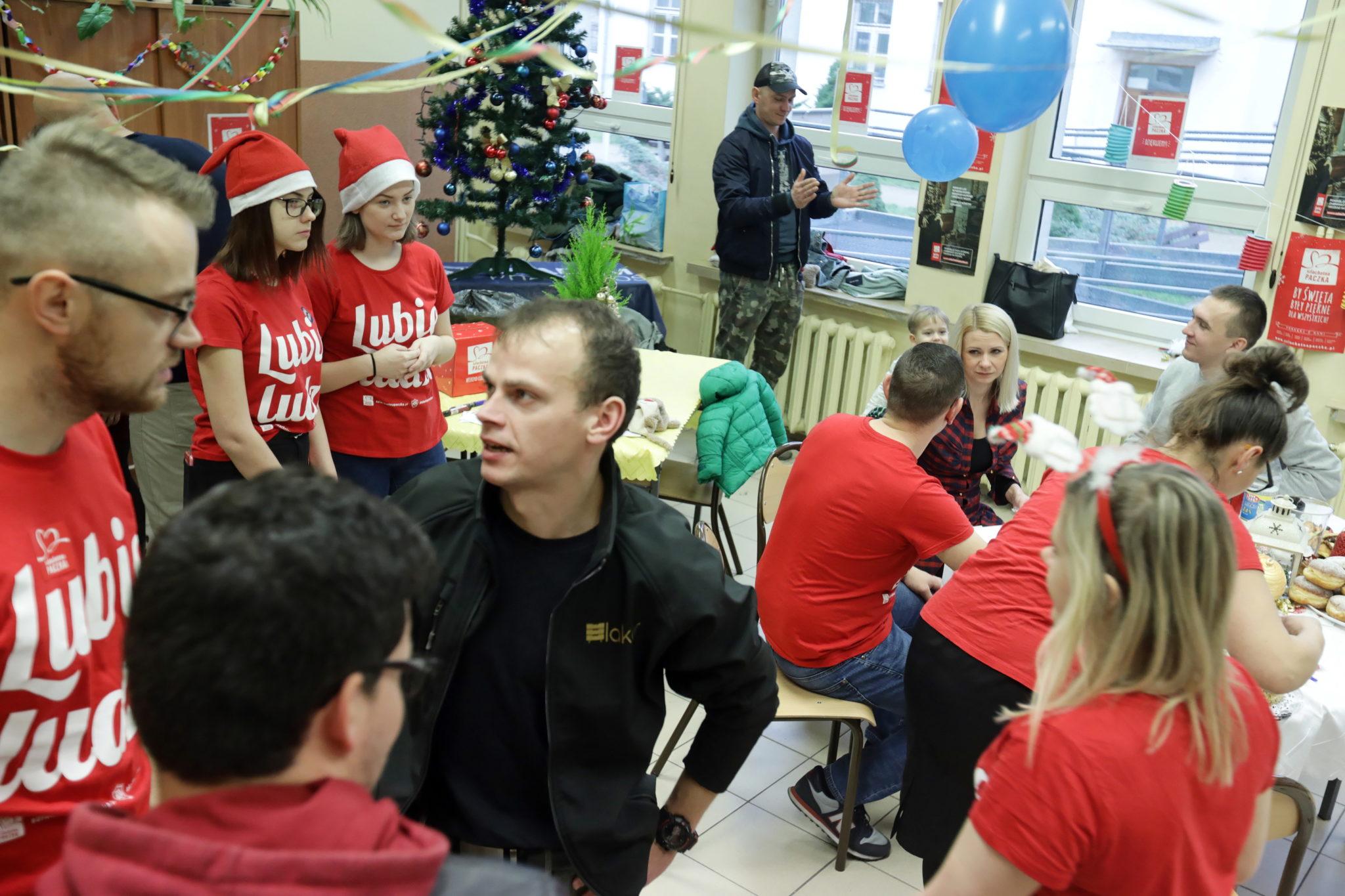 Podczas tego weekendu darczyńcy dostarczyli dary dla potrzebujących, do magazynów w całej Polsce. Szlachetne paczki trafią do 14,5 tysiąca rodzin, fot. PAP/Artur Reszko