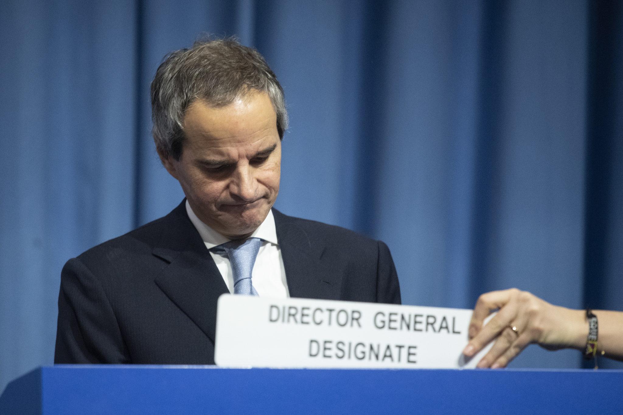 Rozpoczyna się szczyt klimatyczny w Madrycie. Michał Kurtyka przekazał prezydencję Chile. Symboliczny młoteczek przewodniczącego przejęła Carolina Schmidt, fot. EPA/CHRISTIAN BRUNA