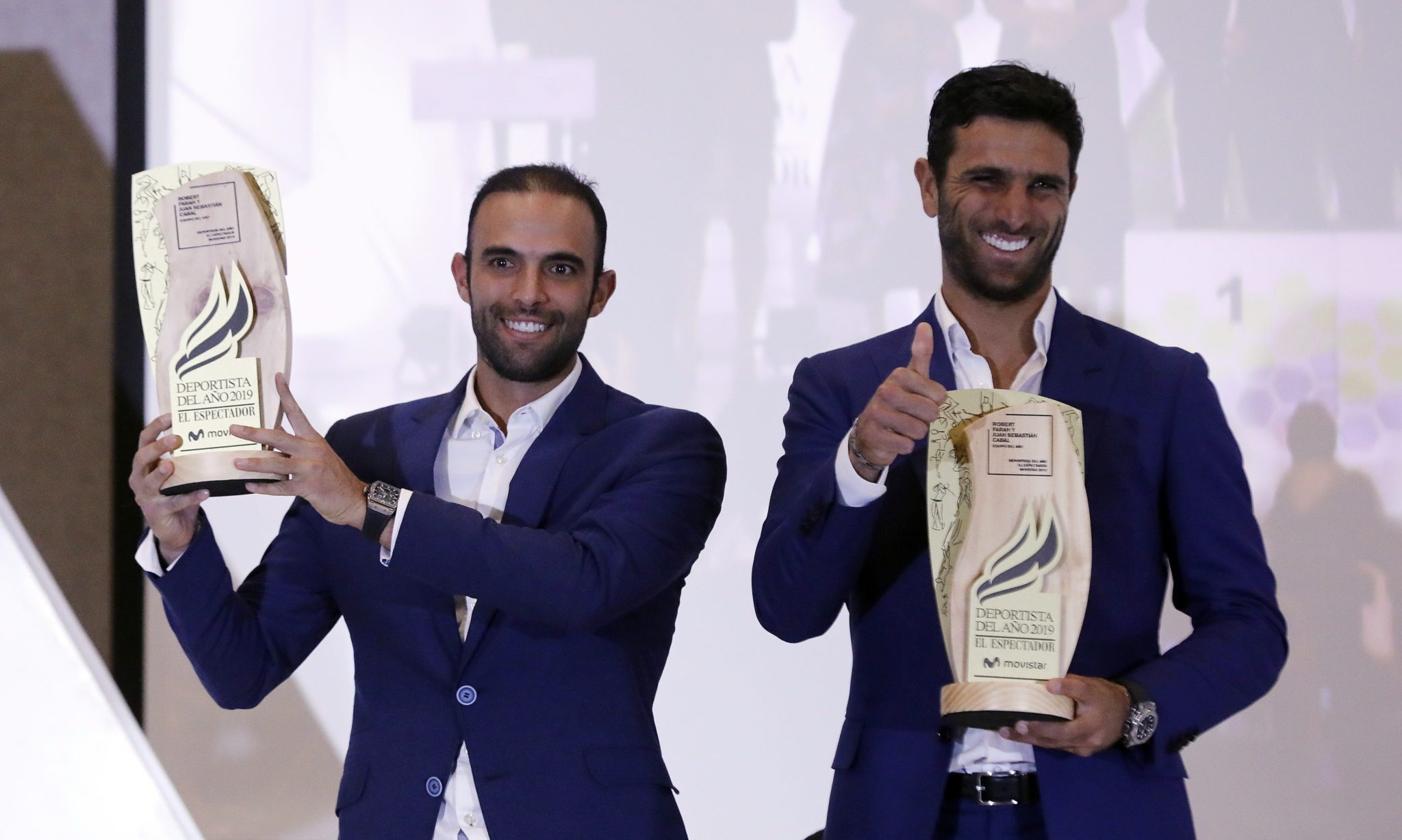 Bogota: Kolumbijscy tenisiści Sebastian Cabal i Robert Farah otrzymują nagrodę sportowców roku 2019 Kolumbii, fot. EPA/Mauricio Duenas Castaneda