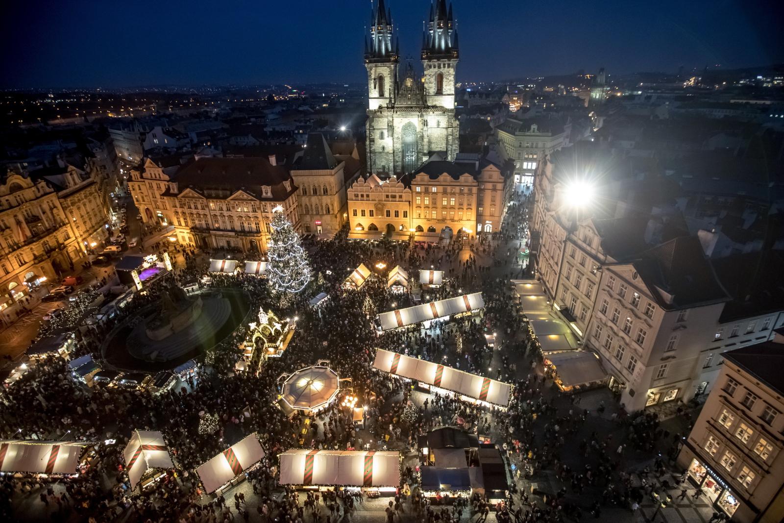 Jarmak Bożonarodzeniowy w Pradze fot. EPA/MARTIN DIVISEK .