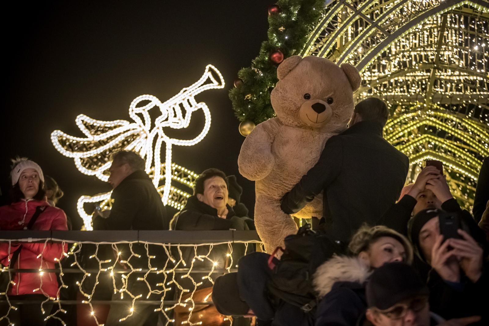 Jarmak Bożonarodzeniowy w Pradze fot. EPA/MARTIN DIVISEK