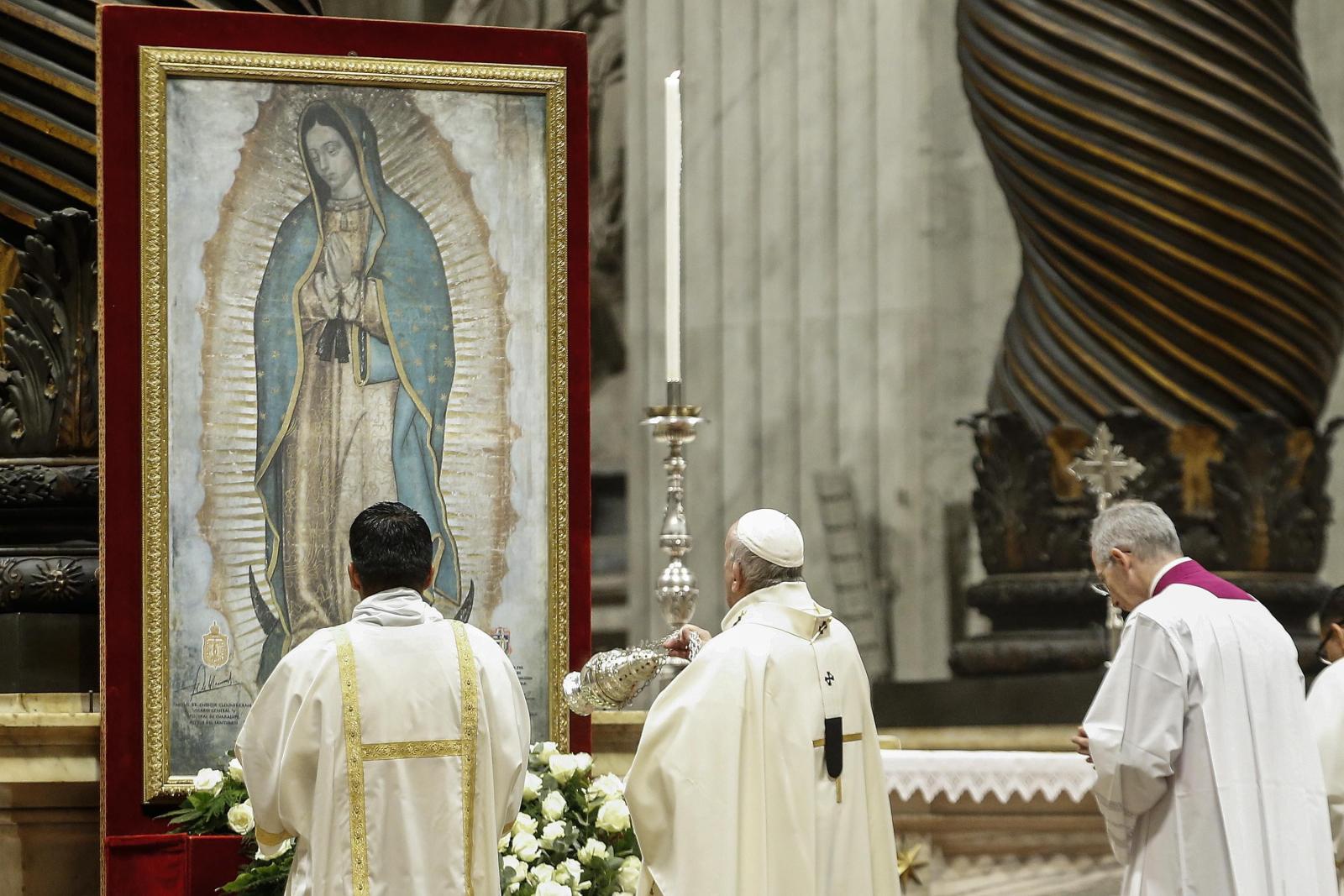 Rzym - papież Franciszek podczas uroczystości ku czci Matki Bożej z Guadalupe EPA/FABIO FRUSTACI