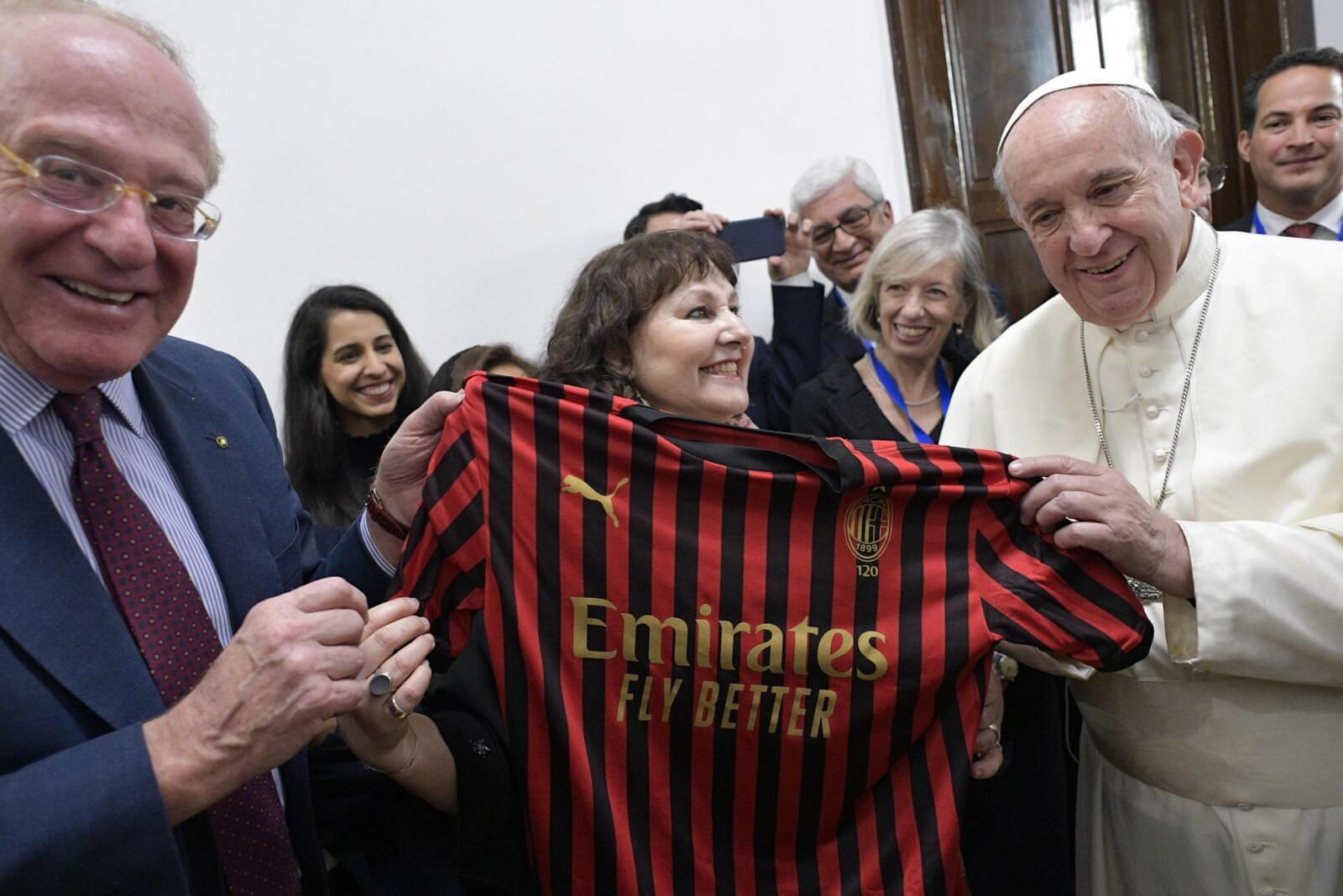 Papież Franciszek z przedstawicielami szkół fot. EPA/VATICAN MEDIA HANDOUT