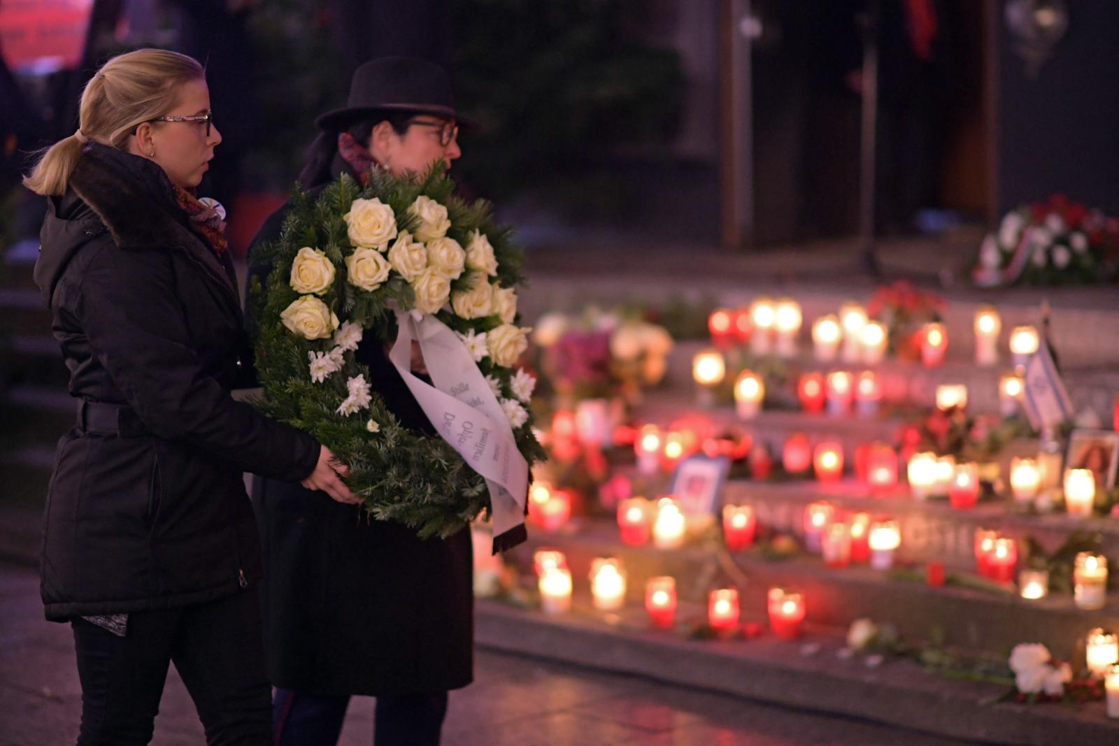 Niemcy - 3 rocznica zamachu na Jarmarku Świątecznym EPA/CLEMENS BILAN