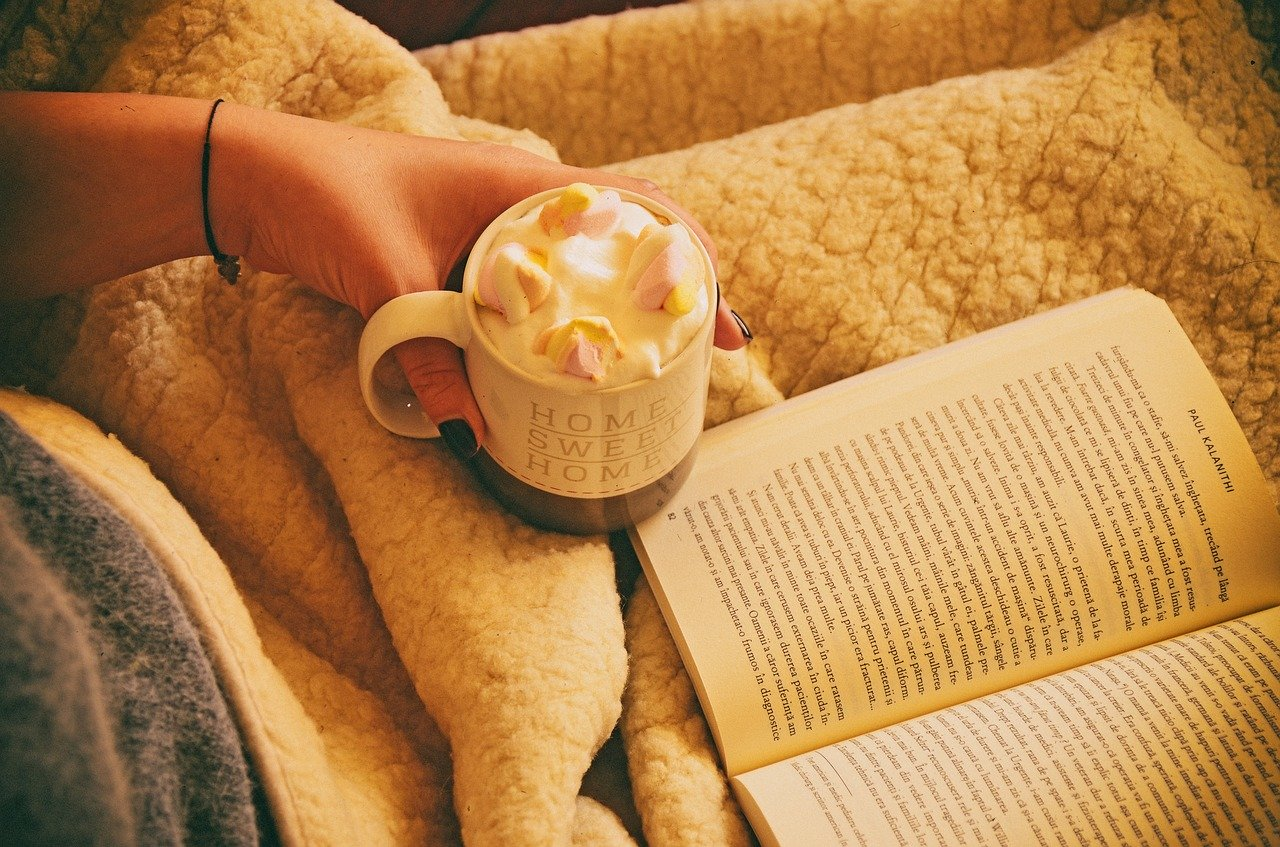 kawa książka odpoczynek