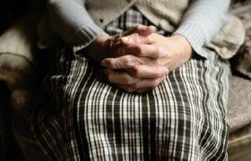 ręce babcia
