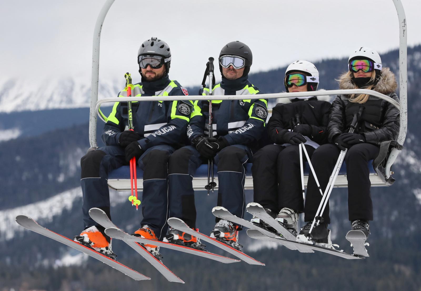 Policyjny patrol na nartach w Zakopanem Fot. PAP/Grzegorz Momot