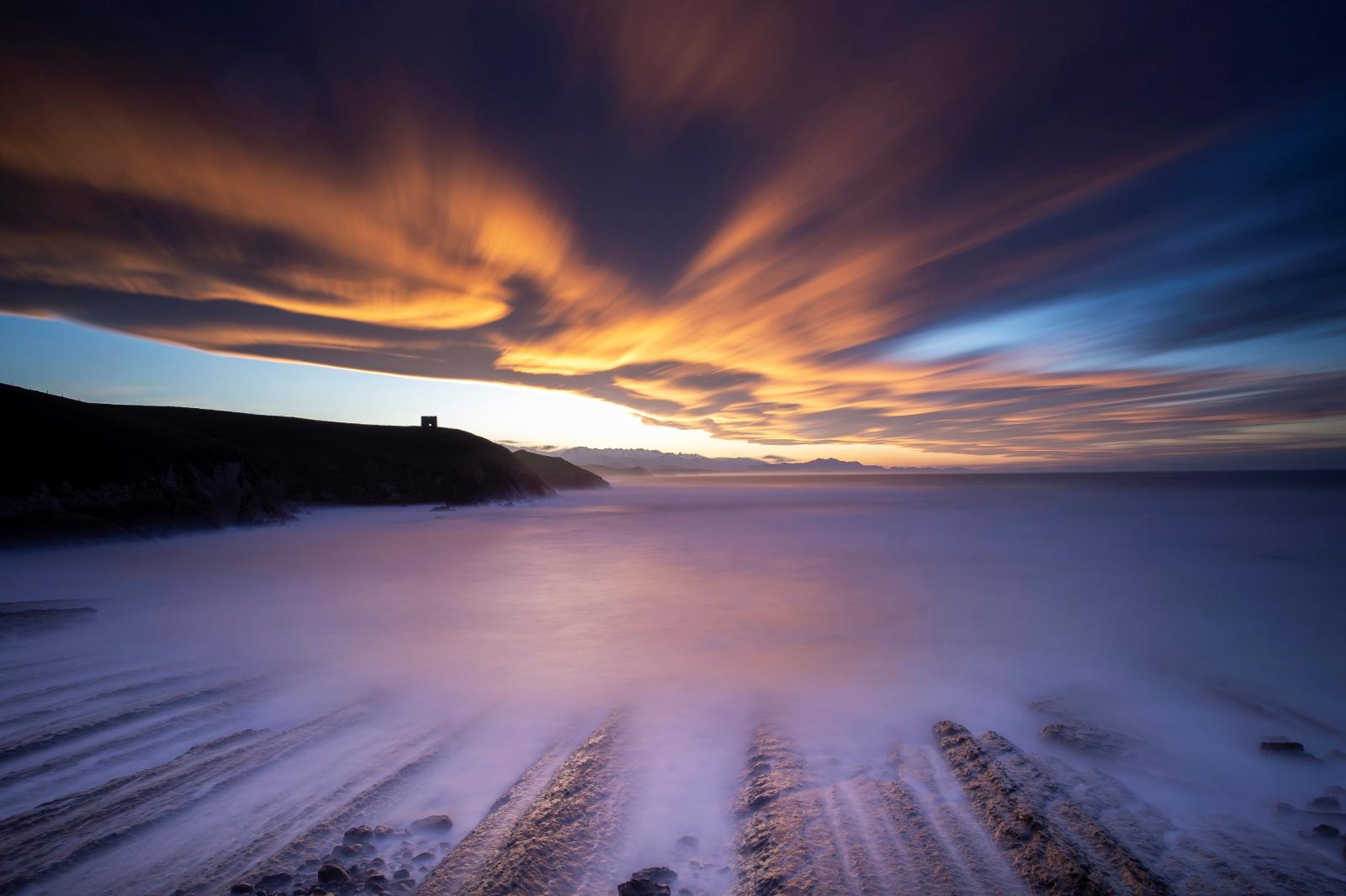 Zachód słońca w Hiszpanii fot. EPA/Pedro Puente Hoyos