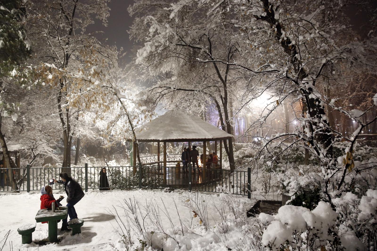 Śnieg w Iranie EPA/ABEDIN TAHERKENAREH