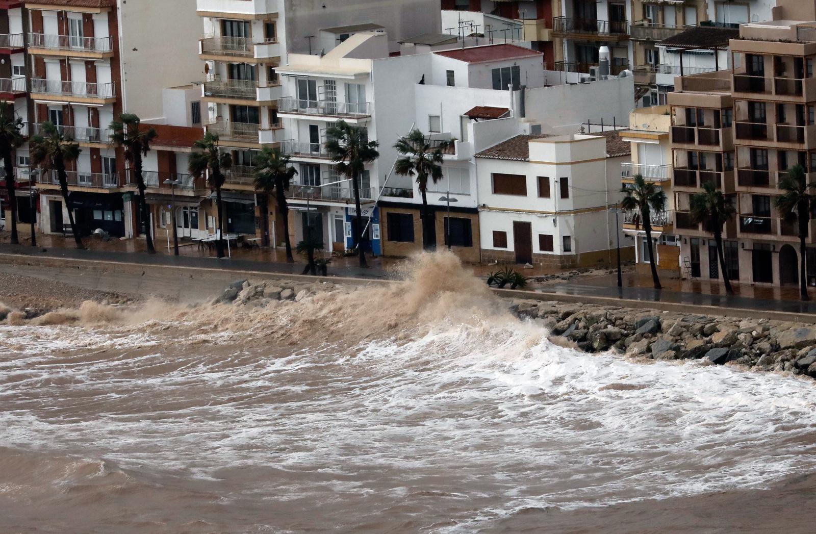 Sztorm w Hiszpanii EPA/Juan Carlos Cardenas