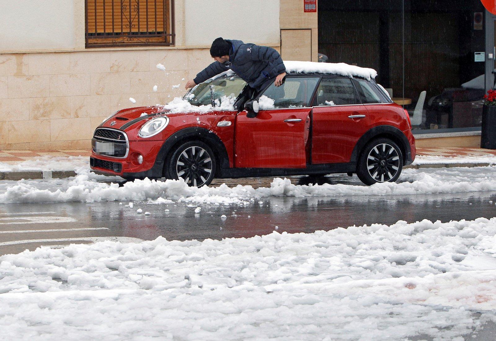 Śnieg spadł w Hiszpanii EPA/MORELL