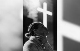 krzyż, kobieta