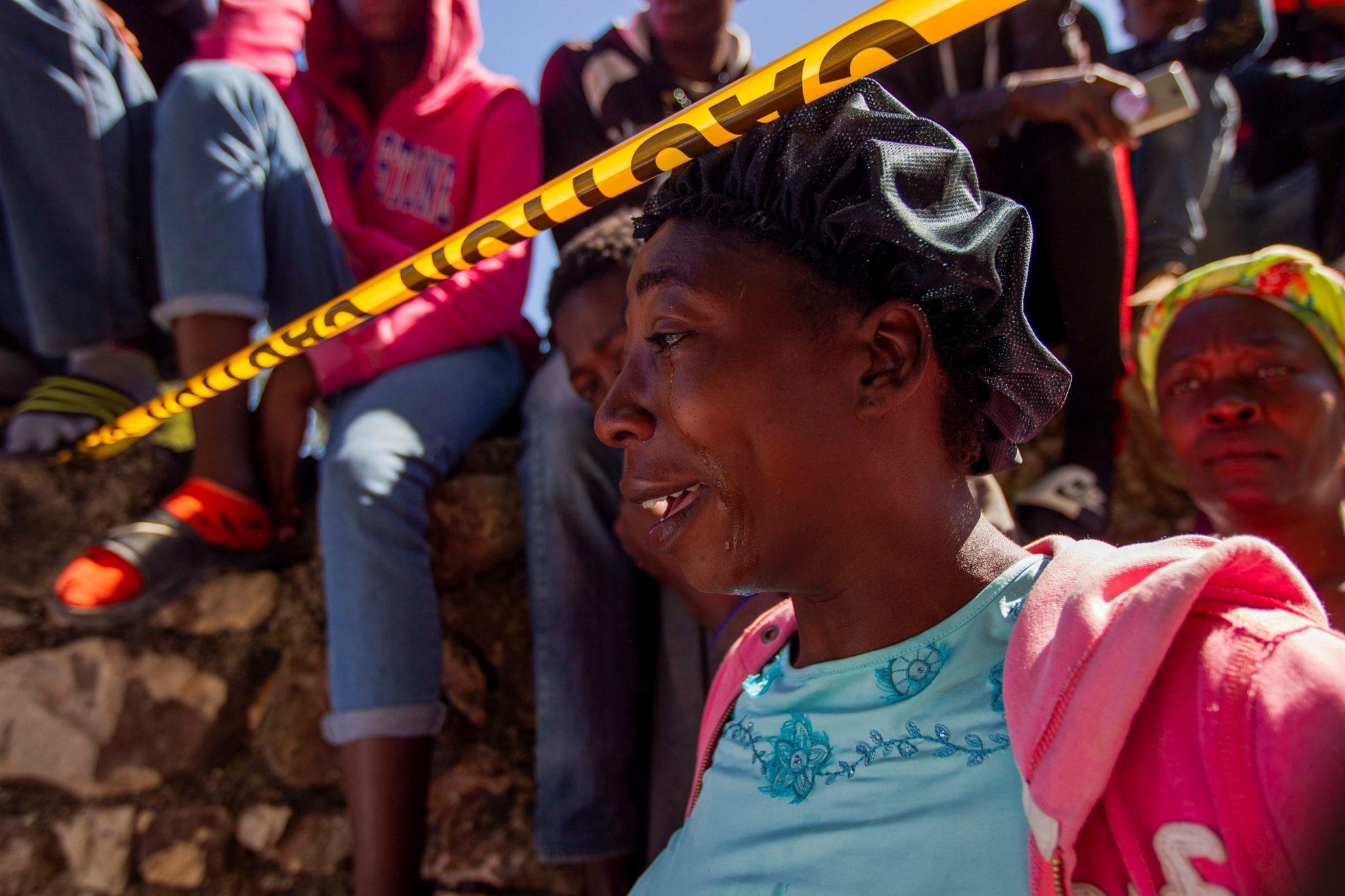 Rozpacz mieszkańców Haiti po śmierci 15 dzieci w pożarze sierocińca. fot. EPA/Jean Marc Abelard