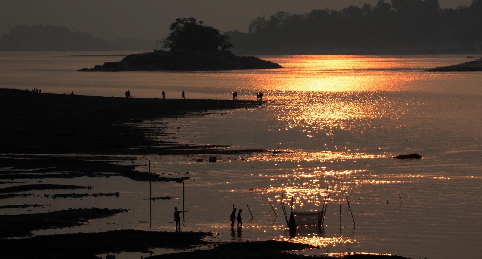wybrzeże Indii w promieniach słońca. fot. EPA/STR