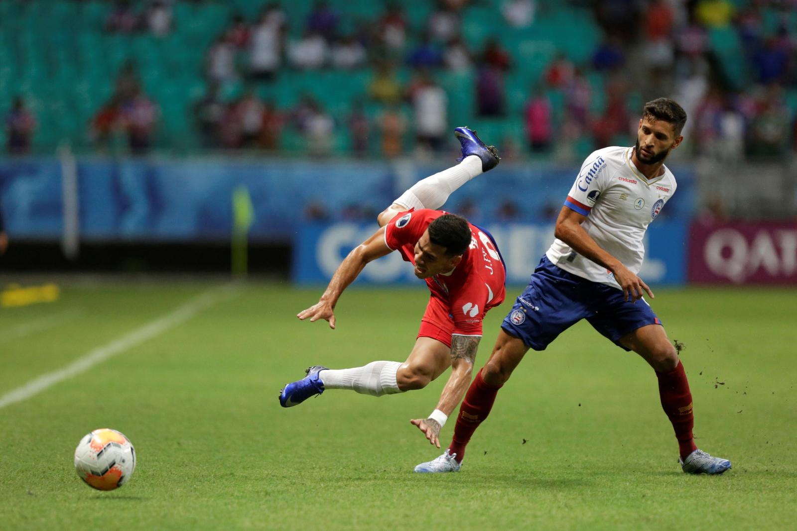 Mecz piłki nożnej fot. EPA/Raul Spinasse