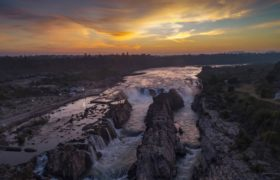 Wodospad Narmada fot. EPA/SANJEEV GUPTA