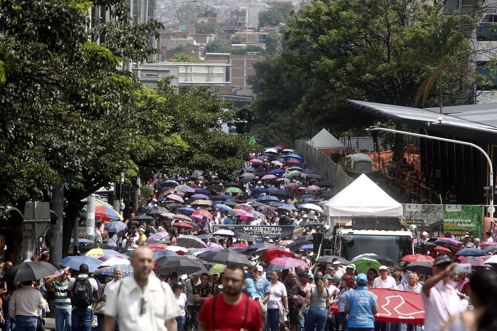 Strajk edukacyjny w Kolumbii fot. EPA/Luis Eduardo Noriega