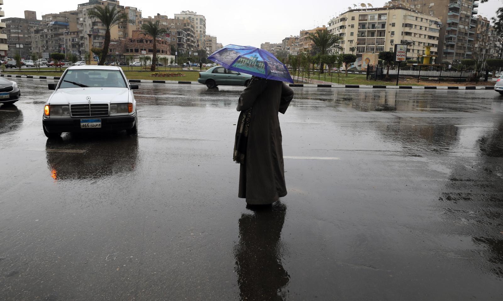 Deszczowa pogoda fot.  EPA/KHALED ELFIQI