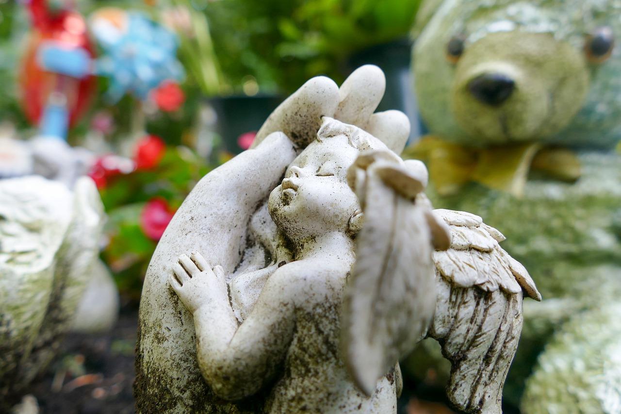 dziecko grób anioł