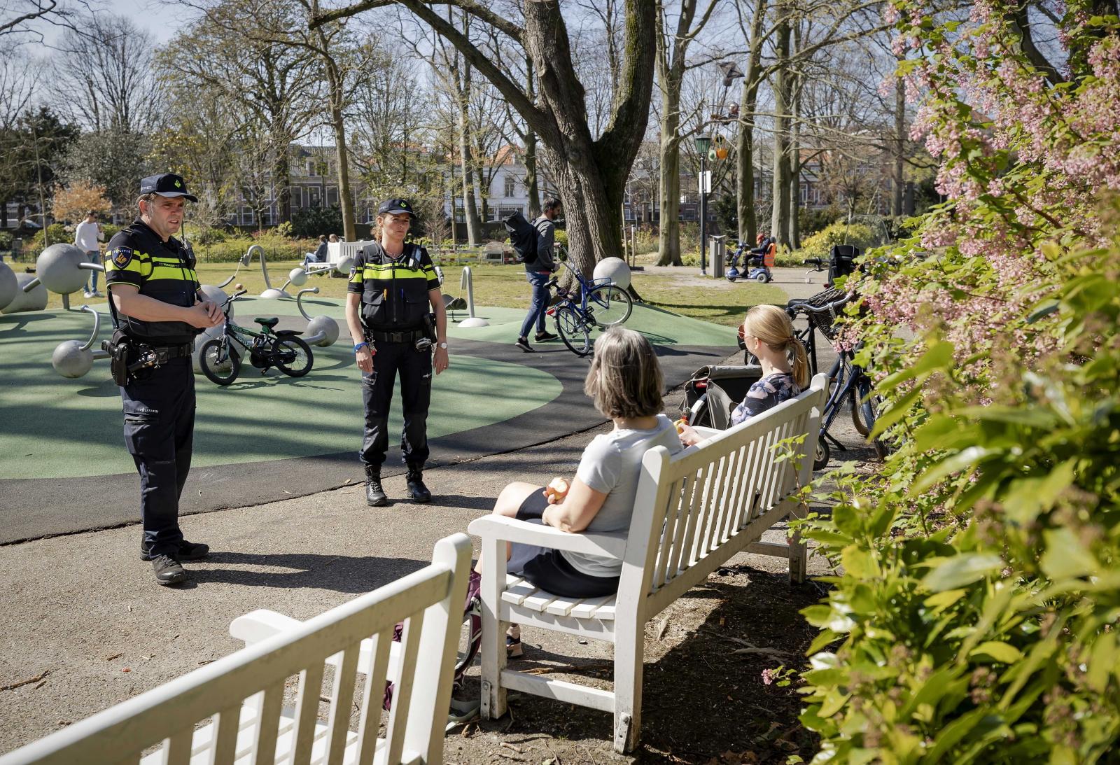 Patrol policyjny w Holandii fot. VAN LONKHUIJSEN