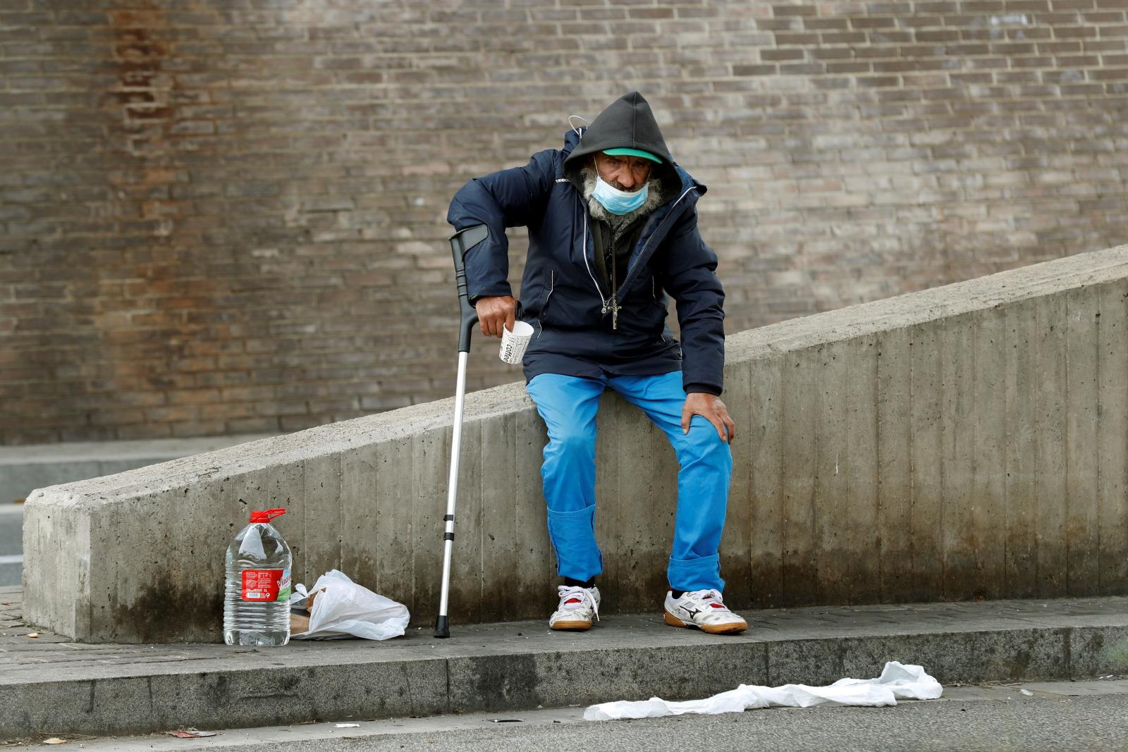 Hiszpańscy bezdomni. Fot. EPA/Toni Albir
