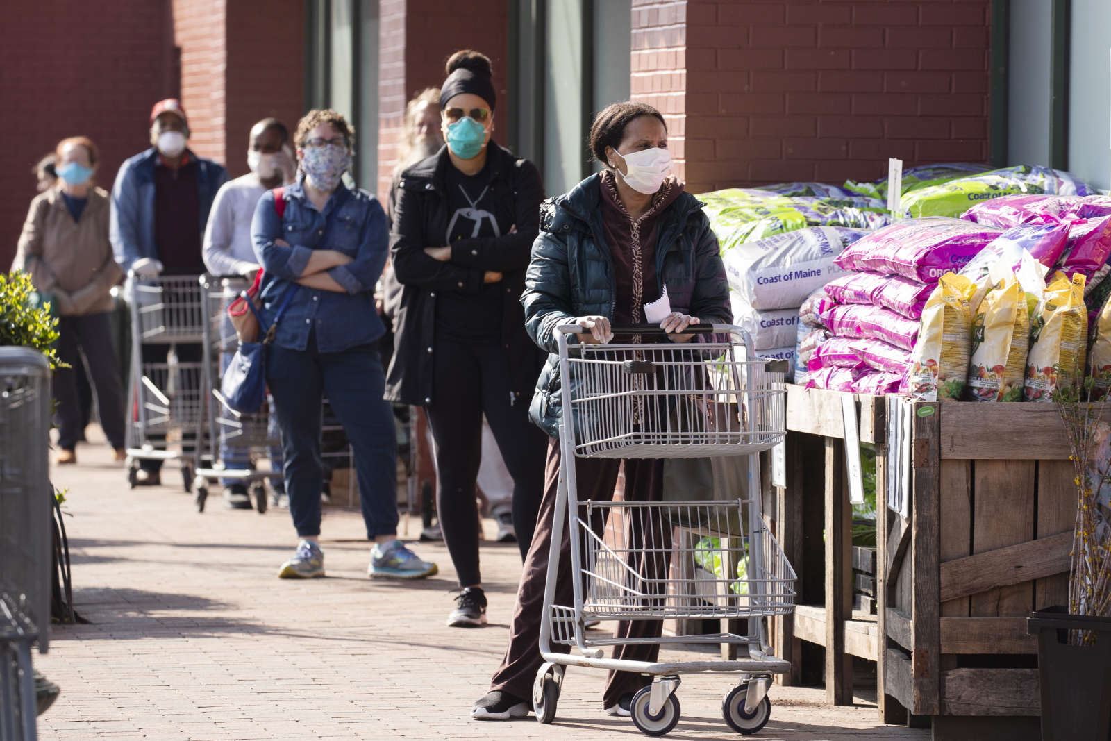 Amerykańskie zakupy. Fot. EPA/MICHAEL REYNOLDS
