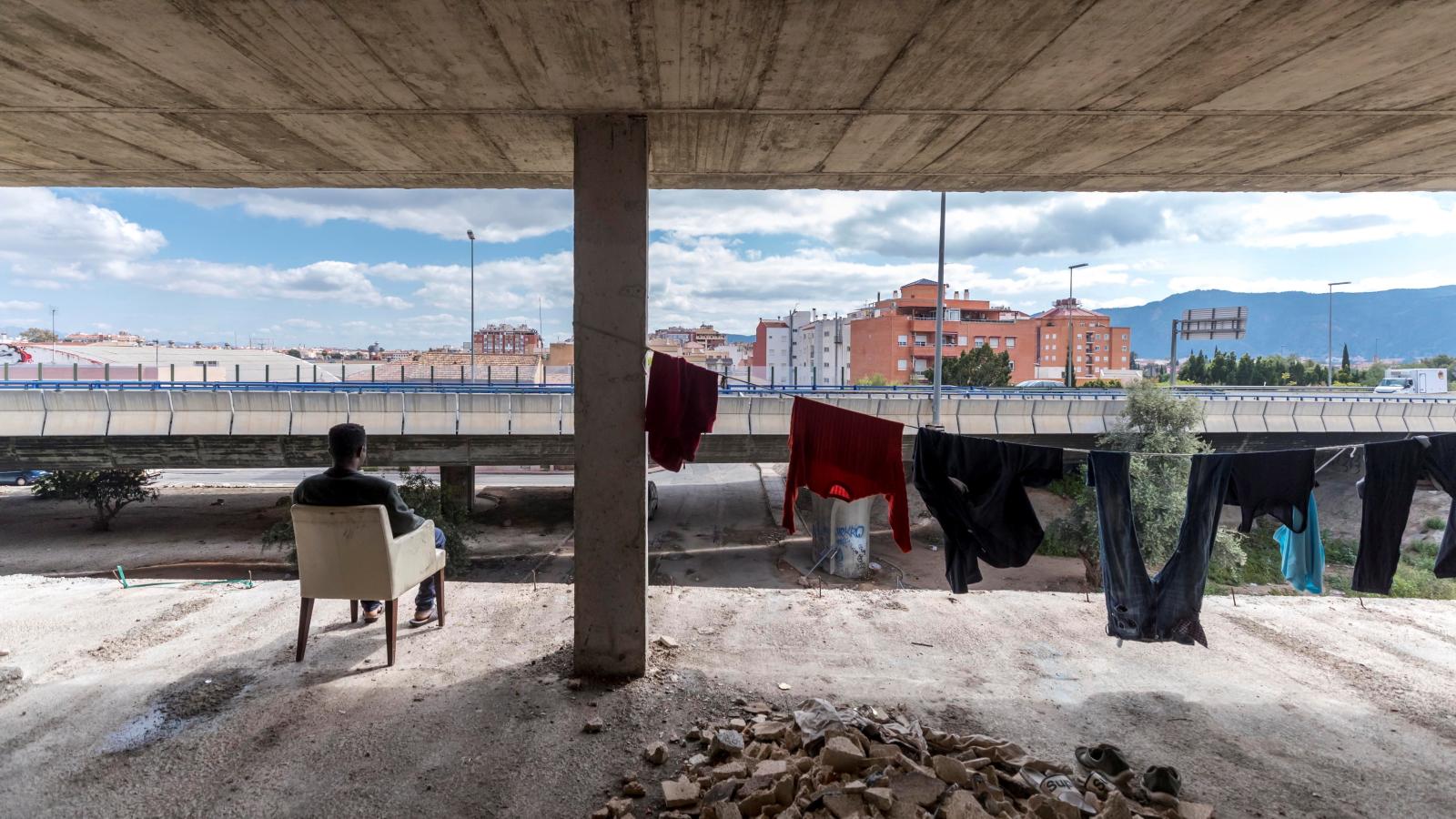 Migranci w Mursji. Hiszpania. Fot. EPA/Marcial Guillen