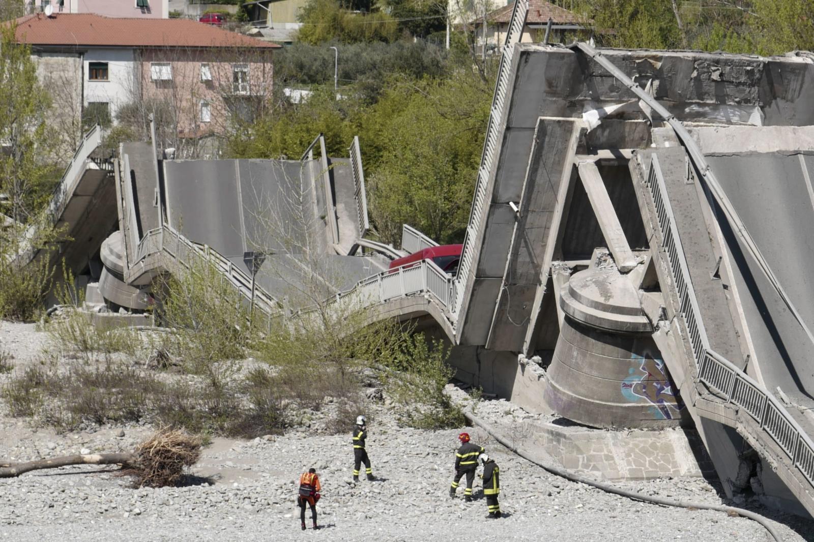 Włochy - zawalił się most  EPA/Riccardo Dalle Luche