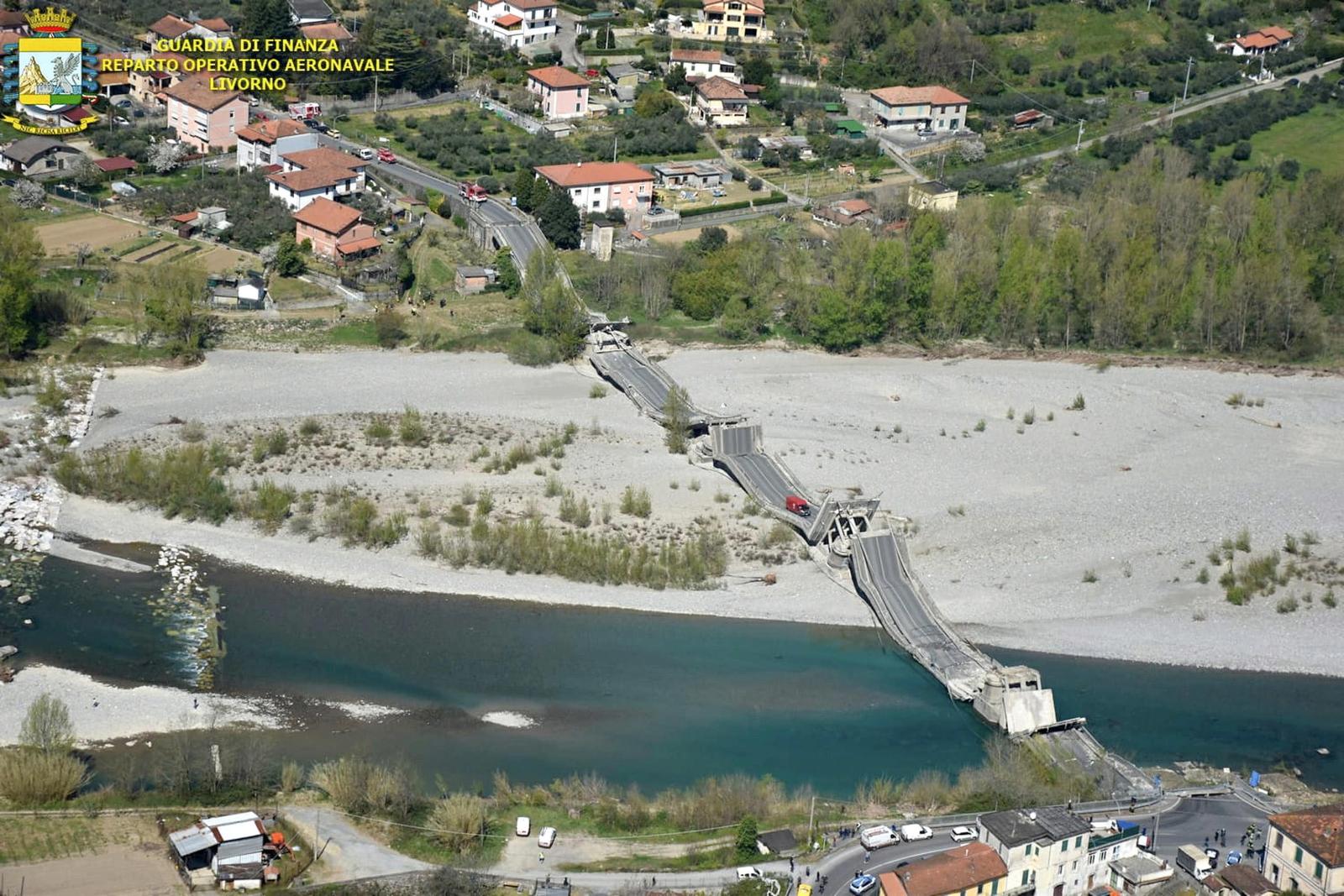 Włochy - zawalił się most   EPA/GUARDIA FINANZA