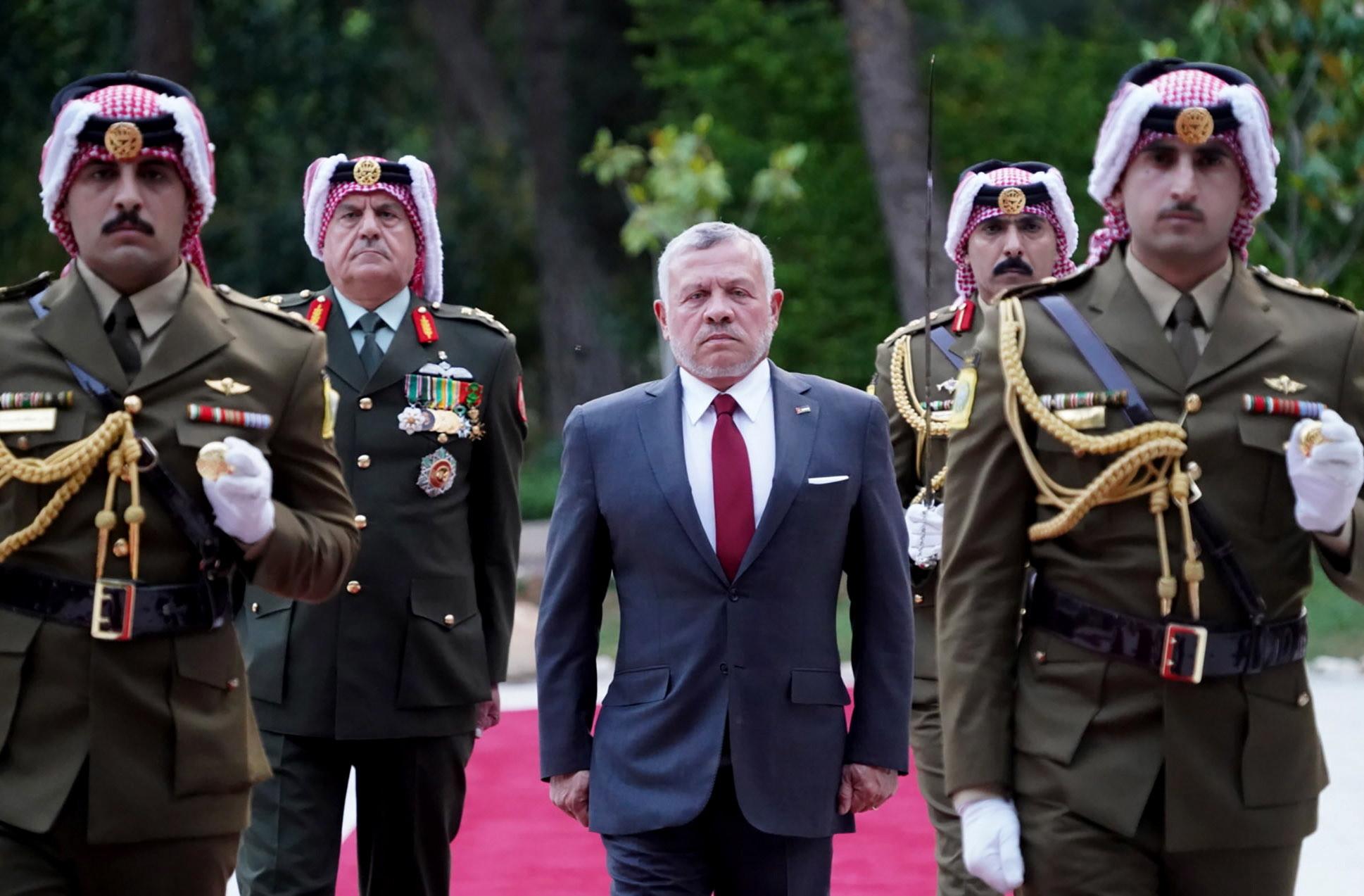 Jordania: król Jordanii Abdullaha II podczas ceremonii z okazji 74. rocznicy niepodległości kraju w Ammanie, fot. EPA/YOUSEF ALLAN/ROYAL HASHEMITE COURT