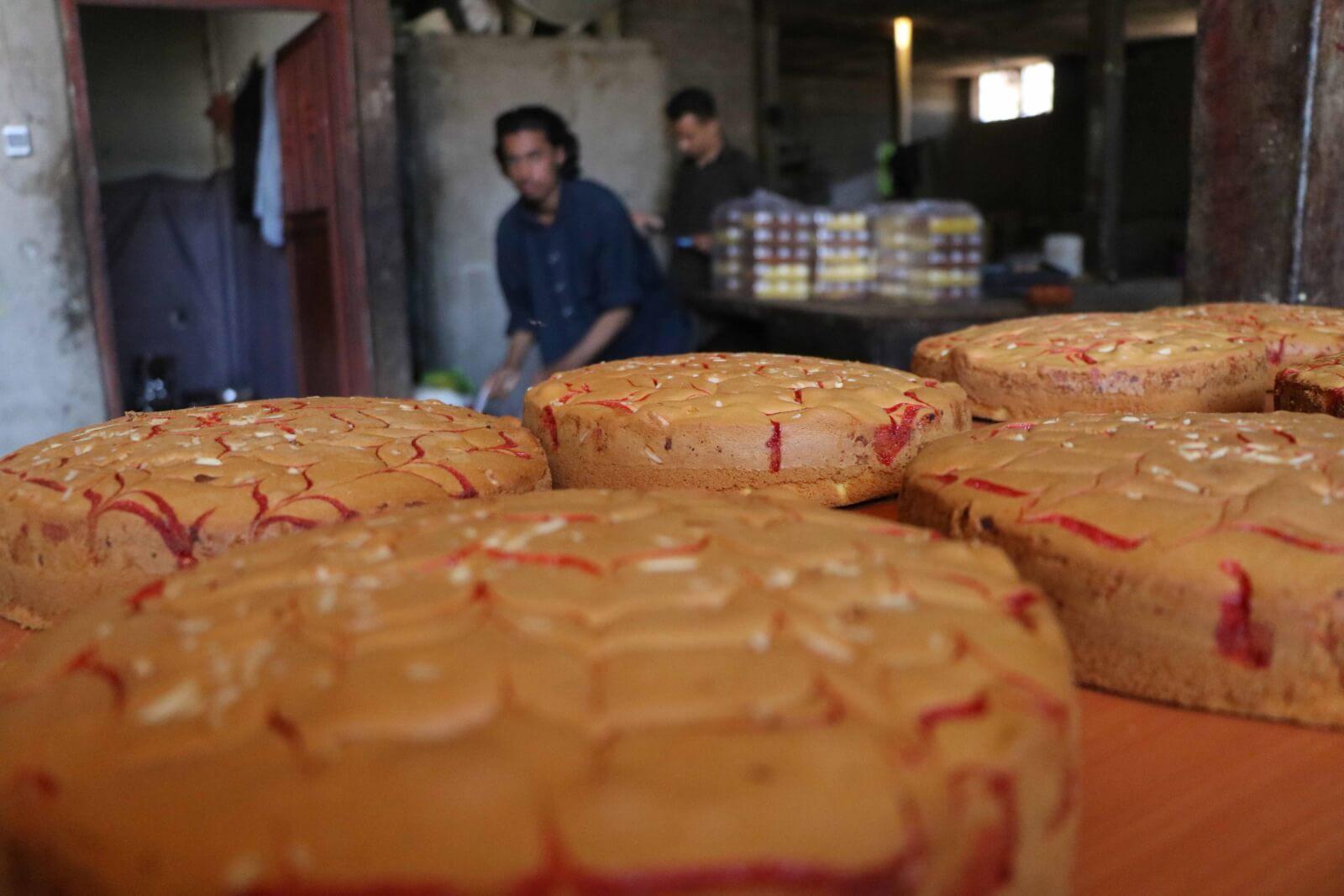 Przygotowania do zakończeniu Ramadanu fot. EPA/JALIL REZAYEE