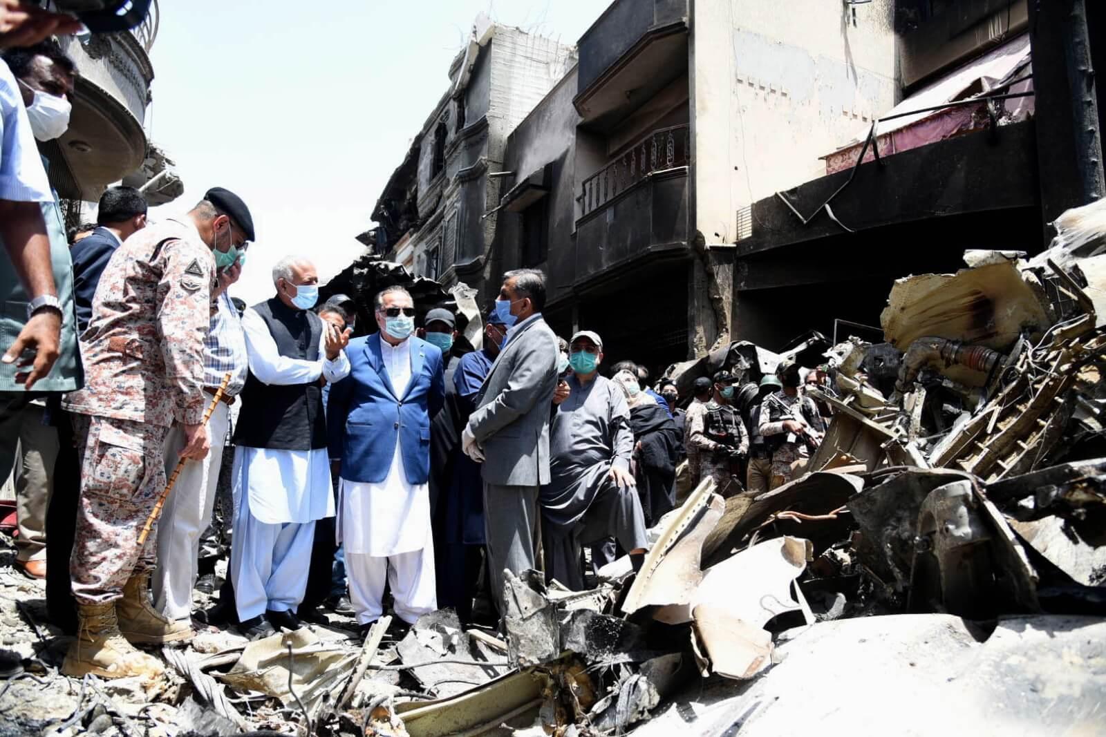 Wypadek lotniczy w Pakistanie fot. EPA/GOVERNOR OFFICE